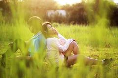Jeunes couples romantiques dans l'amour Images libres de droits