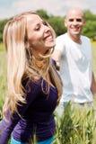 Jeunes couples s'amusant Photo stock