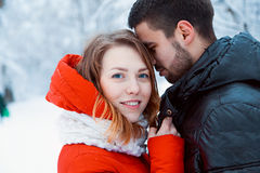 Jeunes couples se reposant en parc Photo stock