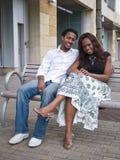 Jeunes couples se reposant ensemble photo stock