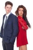Jeunes couples se tenant de nouveau au dos Photo libre de droits
