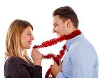 Jeunes couples sensuels prepraring pour Noël Photos libres de droits