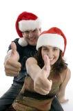 Jeunes couples souhaitant des souhaits de Noël Image stock