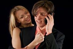 Jeunes couples souriant à l'un l'autre image stock
