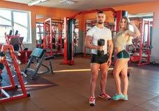 Jeunes couples sportifs Images libres de droits