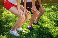 Jeunes couples squating Photos libres de droits