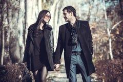 Jeunes couples sur la marche de vacances Photo libre de droits