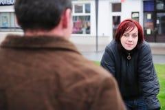 Jeunes couples sur la rue Photographie stock