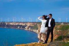 Jeunes couples sur le rivage de mer Photo libre de droits