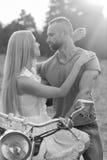 Jeunes couples sur une moto dans le domaine Image libre de droits