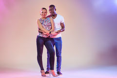 Jeunes couples, tir de studio Photographie stock