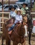 Jeunes cowboys et cow-girl photo stock