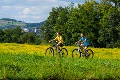 Jeunes cyclistes Images libres de droits