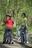 Jeunes cyclistes Photos libres de droits