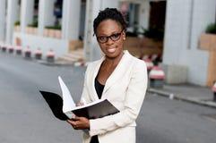 jeunes de femme d'affaires d'afro-américain Images libres de droits