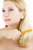 jeunes de femme de hairbrush Images libres de droits