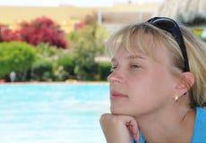jeunes de femme de natation de ressource de regroupement Images libres de droits