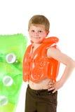 jeunes de matelas de garçon de plage Image stock