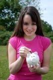 jeunes de mise porcins d'épargnant de pièce de monnaie de côté Photo libre de droits