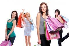 jeunes de pose heureux femelles d'appareil-photo Photographie stock libre de droits