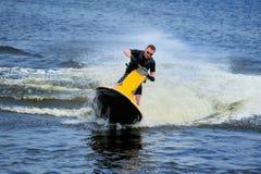 jeunes de ski d'équitation d'homme d'avion à réaction Photographie stock