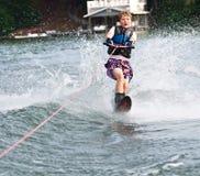 jeunes de slalom de skieur de garçon Image stock