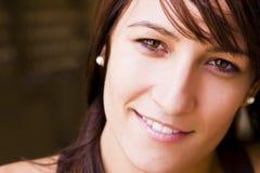 jeunes de sourire de femme d'appareil-photo Image stock