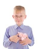 jeunes de sourire gving de verticale de cadeau de garçon Image stock