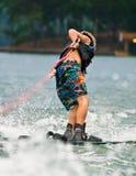 jeunes de tour de skieur de garçon Photographie stock