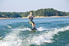 jeunes de wakeboard de garçon Photographie stock libre de droits