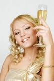 jeunes en verre de femme de champagne blond Photos stock