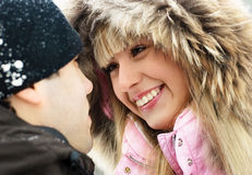 jeunes extérieurs de couples Photos libres de droits