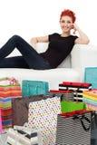 Jeunes femelle et sacs à provisions image stock