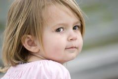 jeunes femelles de plan rapproché d'enfant image stock