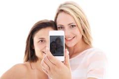 Jeunes femmes affichant leur photographie Images stock