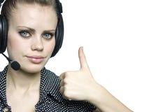 Jeunes femmes attirantes de sourire avec un écouteur Photographie stock libre de droits