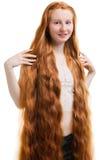 Jeunes femmes avec le long cheveu rouge Photos libres de droits