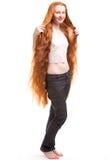 Jeunes femmes avec le long cheveu rouge Image stock