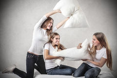 Jeunes femmes ayant l'amusement Photo libre de droits