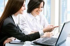 Jeunes femmes d'affaires photo libre de droits