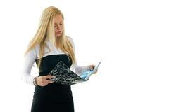Jeunes femmes d'affaires affichant son état Photographie stock