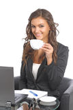 Jeunes femmes d'affaires devant son cahier Image stock
