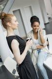 Jeunes femmes dans le bureau Photo libre de droits