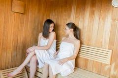 Jeunes femmes dans le sauna Image libre de droits