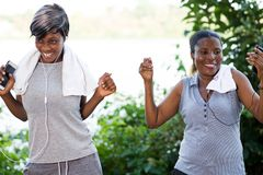 Jeunes femmes de sourire, heureuses images libres de droits