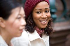 Jeunes femmes de ville Photos stock