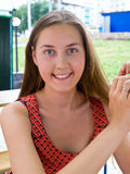 Jeunes femmes en café Image libre de droits