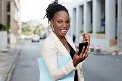 Jeunes femmes heureuses d'affaires Photographie stock libre de droits