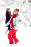 Jeunes femmes heureuses extérieures en hiver photographie stock libre de droits