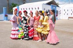 Jeunes femmes posant dans des robes de Flamenca Image libre de droits